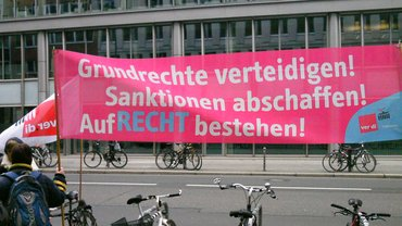 """Grundrechte verteidigen!Sanktionen abschaffen!""""AufRecht bestehen"""""""
